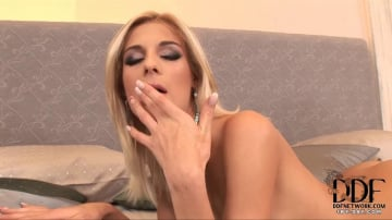 Mia Hilton - Slim blonde pleasuring her hole!