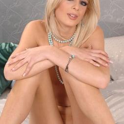 Mia Hilton in 'DDF' Slim blonde pleasuring her hole! (Thumbnail 15)