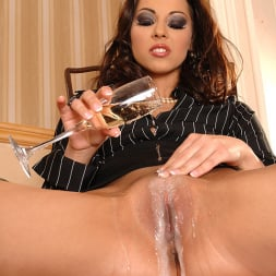 Cindy Hope (Klaudia) in 'DDF' Champagne for her campaign! (Thumbnail 9)