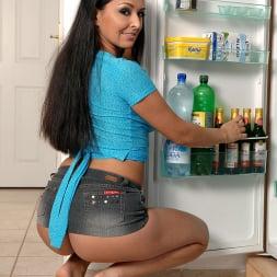Juliana Grandi in 'DDF' Satisfying her Thirsts (Thumbnail 3)