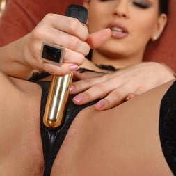 Eve Angel in 'DDF' Going For Gold (Thumbnail 5)