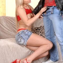 Viktoria Diamond in 'DDF' Young beauty enjoys sucking cock (Thumbnail 2)