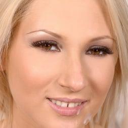 Viktoria Diamond in 'DDF' Young beauty enjoys sucking cock (Thumbnail 16)