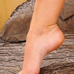 Sexis in 'DDF' Pantyhosed delight! (Thumbnail 14)