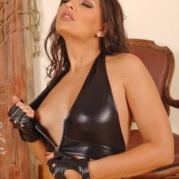 Liza Del Sierra in 'DDF' Hot lesbians having bondage sex (Thumbnail 10)