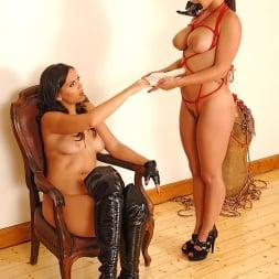 Liza Del Sierra in 'DDF' Nasty lesbian bondage fingering (Thumbnail 3)