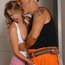 Oliviya Dis in 'DDF' Oliviya goes down in the elevator! (Thumbnail 7)