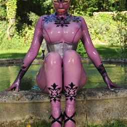 Latex Lucy in 'DDF' Bizarre In The Garden (Thumbnail 4)