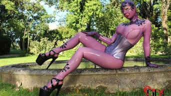 Latex Lucy in 'Bizarre In The Garden'