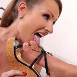 LaTaya Roxx in 'DDF' Toes On Their Minds (Thumbnail 5)