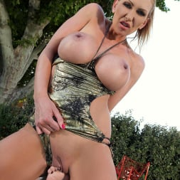 Leigh Darby in 'DDF' Poolside Worship (Thumbnail 11)