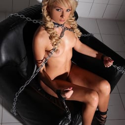 Ivana Sugar in 'DDF' Damsel Restrained (Thumbnail 2)