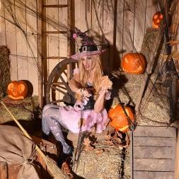 Mira Sunset in 'DDF' Halloween Lusts (Thumbnail 5)