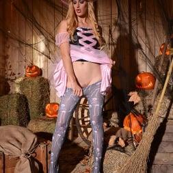 Mira Sunset in 'DDF' Halloween Lusts (Thumbnail 6)