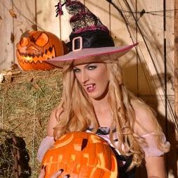 Mira Sunset in 'DDF' Halloween Lusts (Thumbnail 8)