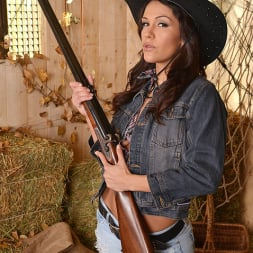 Samia Duarte in 'DDF' Frontier Throat (Thumbnail 1)