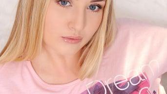 Cayla Lyons in 'Solo Rebel'
