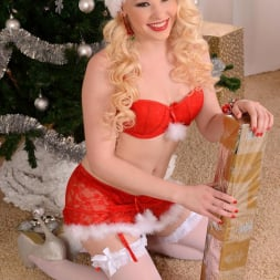 Lola Taylor in 'DDF' The Sweetest Santa (Thumbnail 1)