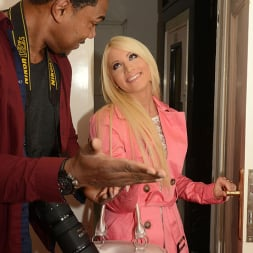 Kiara Lord in 'DDF' Inches for Sweetheart (Thumbnail 2)
