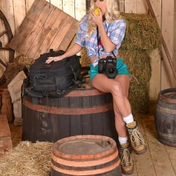 Jessie Volt in 'DDF' Her Trusty Plug (Thumbnail 2)