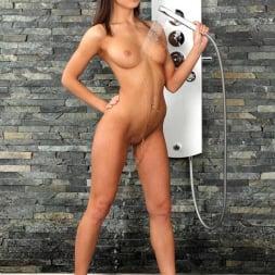 Foxy Di in 'DDF' Scrumptious in the Shower (Thumbnail 8)