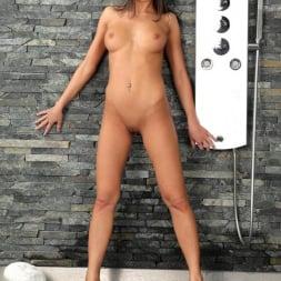 Foxy Di in 'DDF' Scrumptious in the Shower (Thumbnail 15)