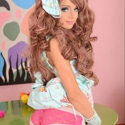 Foxy Di in 'DDF' Cute with her Bow (Thumbnail 3)