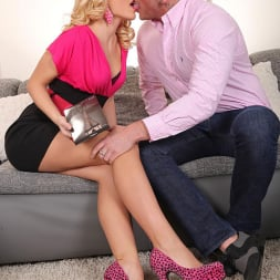 Vanda Lust in 'DDF' The Gift Of Stockings (Thumbnail 3)
