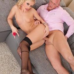 Vanda Lust in 'DDF' The Gift Of Stockings (Thumbnail 11)