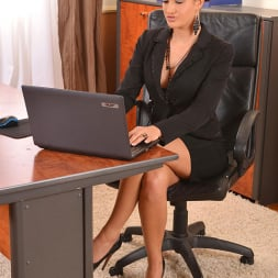 Nicole Vice in 'DDF' Aroused In The Office (Thumbnail 1)