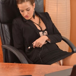 Nicole Vice in 'DDF' Aroused In The Office (Thumbnail 3)