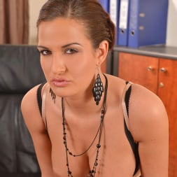 Nicole Vice in 'DDF' Aroused In The Office (Thumbnail 6)