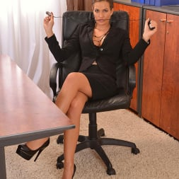 Nicole Vice in 'DDF' Aroused In The Office (Thumbnail 16)