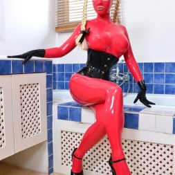 Latex Lucy in 'DDF' Latex In The Tub (Thumbnail 2)