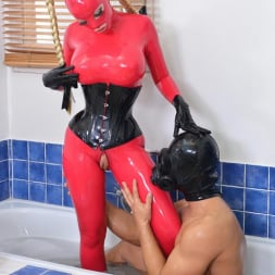 Latex Lucy in 'DDF' Latex In The Tub (Thumbnail 8)