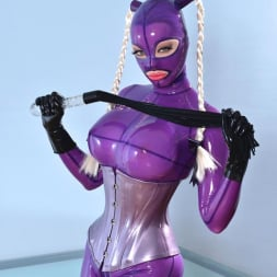 Latex Lucy in 'DDF' She Looms In Latex (Thumbnail 1)
