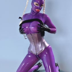 Latex Lucy in 'DDF' She Looms In Latex (Thumbnail 3)