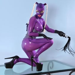 Latex Lucy in 'DDF' She Looms In Latex (Thumbnail 6)