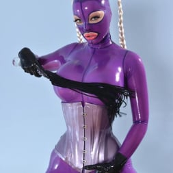 Latex Lucy in 'DDF' She Looms In Latex (Thumbnail 7)