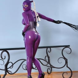 Latex Lucy in 'DDF' She Looms In Latex (Thumbnail 8)