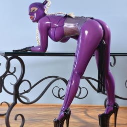 Latex Lucy in 'DDF' She Looms In Latex (Thumbnail 13)