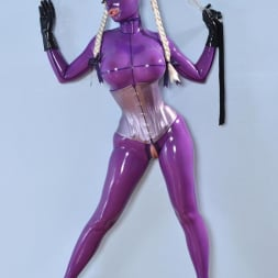 Latex Lucy in 'DDF' She Looms In Latex (Thumbnail 15)