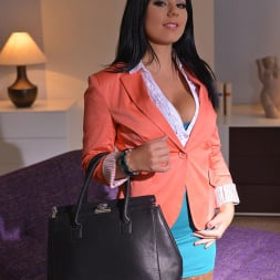 Klaudia Hot in 'DDF' Therapy Thru Her Rear (Thumbnail 2)