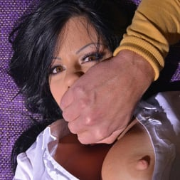 Klaudia Hot in 'DDF' Therapy Thru Her Rear (Thumbnail 10)