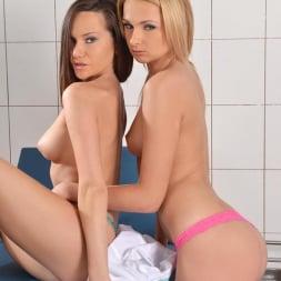 Ivana Sugar in 'DDF' Selfie Seduction (Thumbnail 3)
