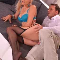Jasmine Rouge in 'DDF' Teases And Pleases Us (Thumbnail 5)