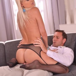 Jasmine Rouge in 'DDF' Teases And Pleases Us (Thumbnail 8)
