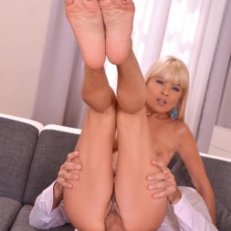 Jasmine Rouge in 'DDF' Teases And Pleases Us (Thumbnail 13)