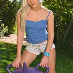 Tracy Lindsay aka Tracy Delicious in 'DDF' Purple People Meater (Thumbnail 6)