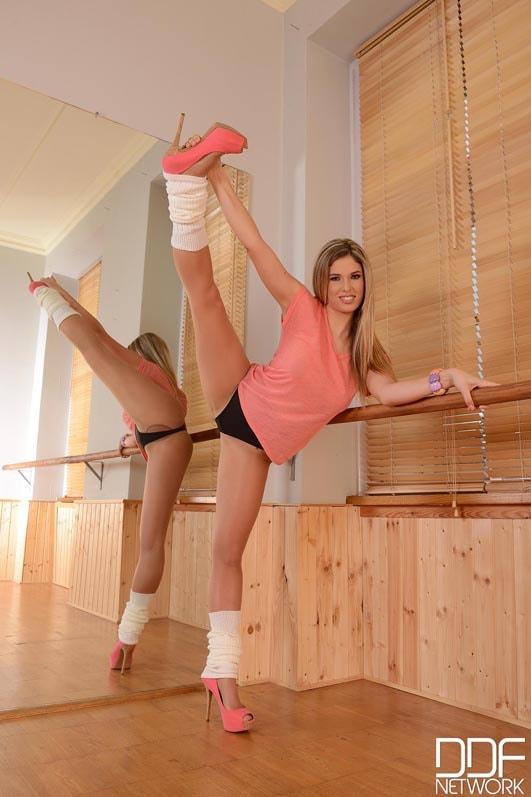DDF 'Adore Me In Pantyhose' starring Eva Parcker (Photo 1)